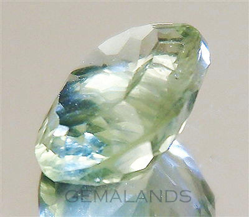 Fluorita natural-Verde chartreuse claro-talla Ovalada con facetas cóncavas