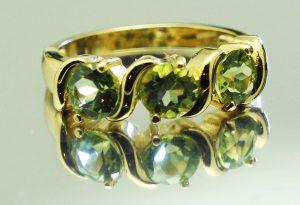 sortija mujer oro 14 k con verdes peridotos