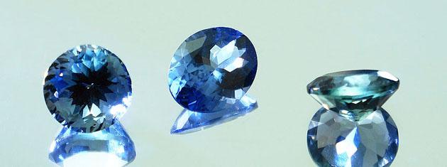 Piedra azul violacea .Tanzanita ideal para anillo de aniversario